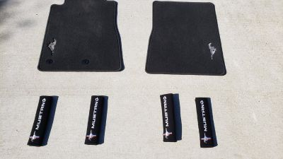 2017 Mustang Embroidered Floormats & Shoulder Harness Pads