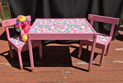 Adorable Little Girl s Table and Chairs