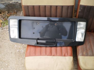 RARE 2004-09 Cadillac SRX Rear Hatch Trunk Center License Panel Reverse Lights