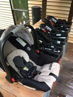Graco Snugride ClickConnect 35 with 3 bases available!