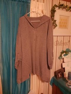 Grey hooded tunic fits 1 to 2 x