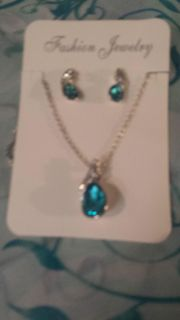Beautiful TEAL GEM STONES 2 piece Necklace and earring set