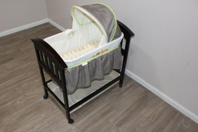 The Classic Comfort Wood Bassinet, SANITIZED IN EXCELLENT CONDITION!