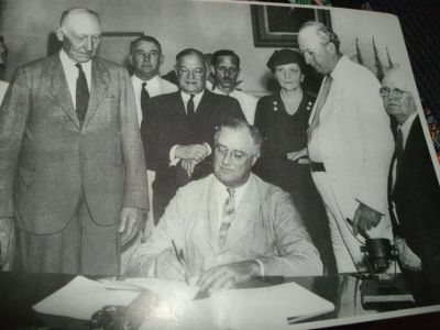 PICTURE OF PRESIDENT ROOSEVELT SIGNING SOCIAL SECURITY BILL