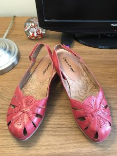 Bare Traps Red Size 8