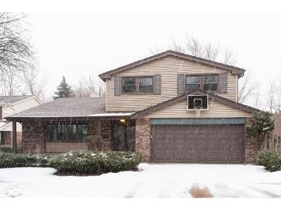 3 Bed 2.5 Bath Foreclosure Property in Arlington Heights, IL 60004 - E Burr Oak Dr
