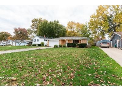 3 Bed 1 Bath Foreclosure Property in Olmsted Falls, OH 44138 - Redwood Dr