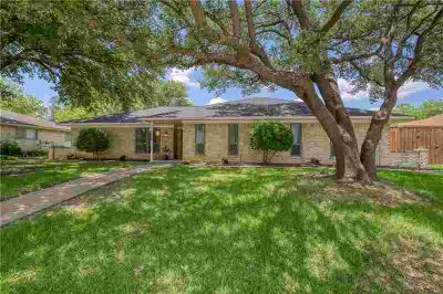 1121 College Parkway LEWISVILLE Three BR, Ranch style home in the