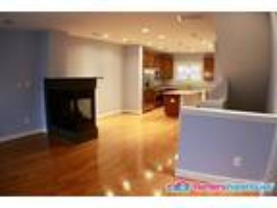 Luxurious 2BD/2.5 BA TH with private terrace!!