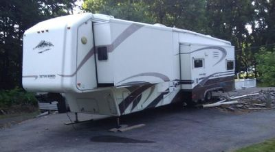 By Owner! 2005 40 ft. Teton Reliance Grand w/4 slides