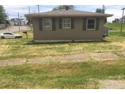 3 Bed 1 Bath Foreclosure Property in Oakland City, IN 47660 - W Cherry St