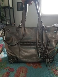 Metallic silver Michael Kors purse in excellent condition. Must pick up in Rolla
