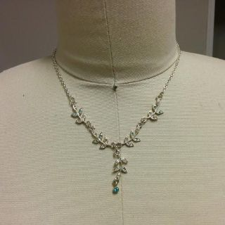 Leaf with blue bling necklace
