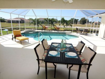 Southwest exposure of pool & jacuzzi, billiard table, close to the beach, 8 passengers