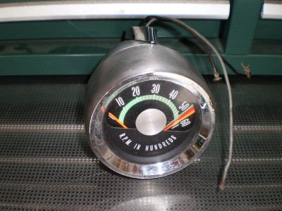 64 65 66 67 OLDSMOBILE OLDS CUTLASS F85 442 TACH CONSOLE MOUNTED TACHOMETER GM
