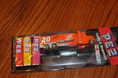 pez nascar tony stewart #20 2008 the home depot new carboard box 2008