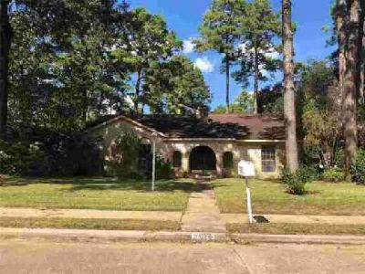 9602 Crail Drive Spring Three BR, Nice home with swimming pool in
