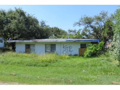 4 Bed 1.5 Bath Preforeclosure Property in Rockport, TX 78382 - N Terry St