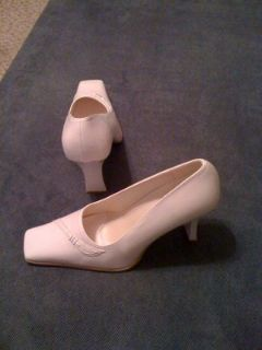 REDUCED!White Italian Pumps, size 8