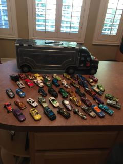 50 Cars and Traveling Case