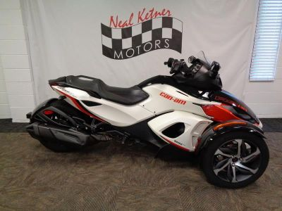 2015 Can-AM Spyder® RS-S SE5 (Pearl White Satin / Steel Blac)