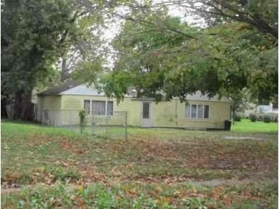 3 Bed 1 Bath Foreclosure Property in Canton, IL 61520 - E Chestnut St