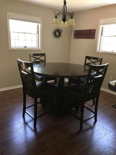 Kitchen Table and 4 Matching Chairs
