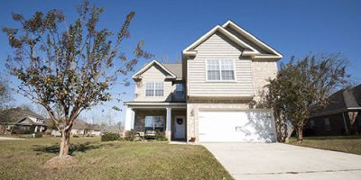 Craftsman-Style Home with Walk-In Closet in Brookhaven, Daphne!