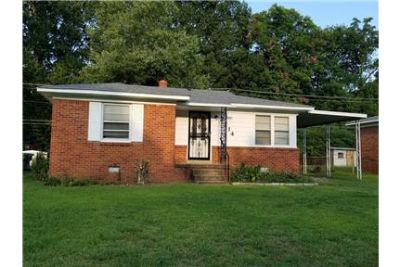 Single Family Home For Rent in Airport Area