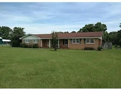 3 Bed 1 Bath Foreclosure Property in Blackshear, GA 31516 - Old Alma Rd