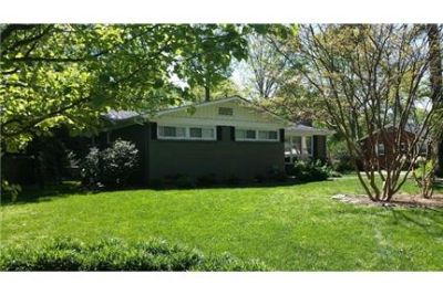 Beautiful 3 Bed 2 Bath home for rent. Just minutes for south Park. A must See