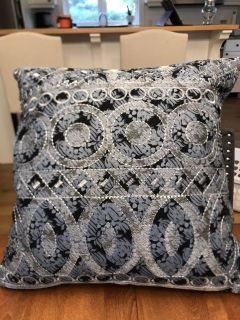 Beautiful pillow. New condition