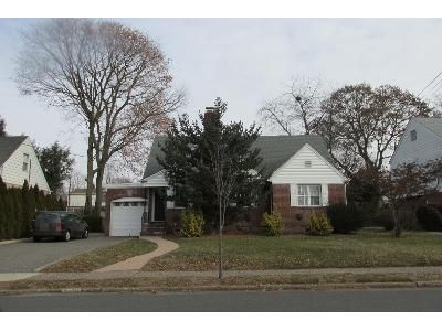3 Bed 2 Bath Preforeclosure Property in Fair Lawn, NJ 07410 - Lyncrest Ave