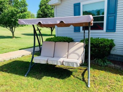 Three-Seater Deluxe Padded Swing