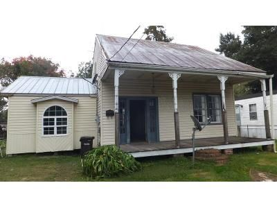 3 Bed 2 Bath Foreclosure Property in Donaldsonville, LA 70346 - Pine St