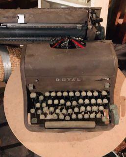 Vintage Royal Quiet De Luxe Portable Typewriter in Case Circa 1949