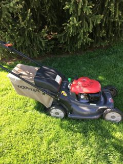 Honda HRX 217 lawn mower with bag for grass and leaves good shape ready to work
