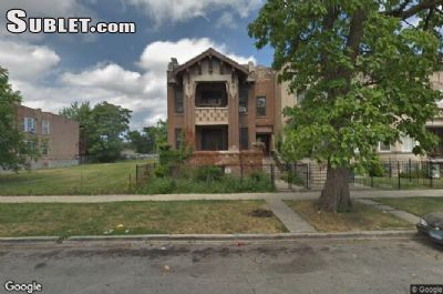 $600 4 apartment in West Side