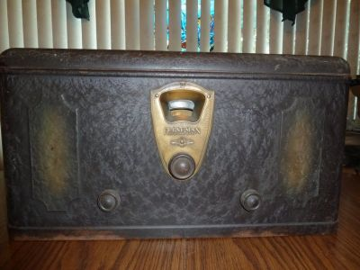 Antique Freshman Model M Radio Metal Box Tube 1928 Powers on