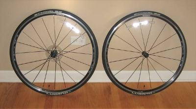 Shimano RS70 Wheelset with SCHWALBE LUGANO Tires & Tubes