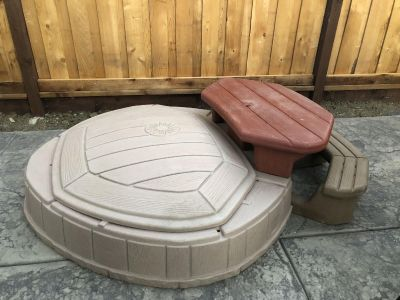 Step2 Sandbox w Lid and Attached Table/bench