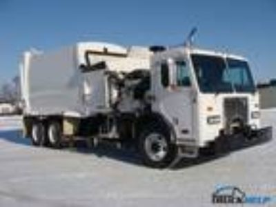Used 2007 Peterbilt 320 for sale.