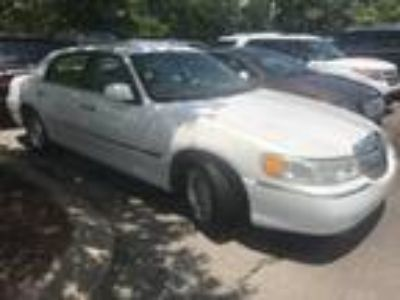 used 2001 Lincoln Town Car for sale.