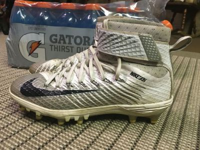 Men's size 9 Nike cleats. Excellent used condition. $15