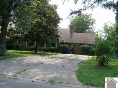 1124 Circarama Murray Four BR, Very large brick home in a great