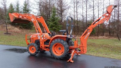 Kubota L3800DT Tractor with LA524 Front Loader, BH 77 Backhoe w Thumb
