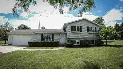 W5416 WILDLIFE Lane Fond du Lac Three BR, COUNTRY LIVING!!