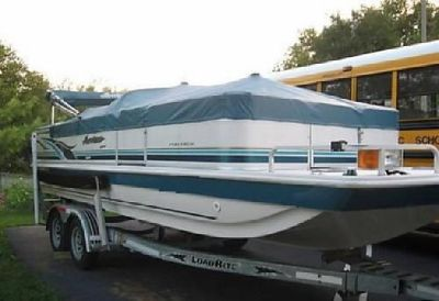 2002 Hurricane Model 226FF Deck Boat