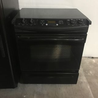 Black GE Stove / Oven (electric)