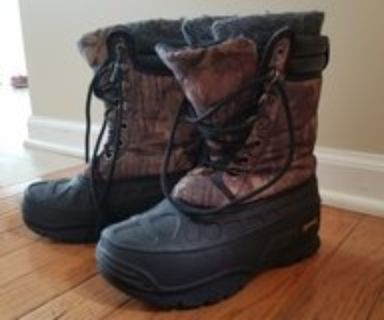 Boys winter boot size 2